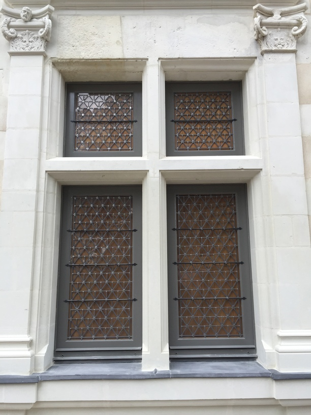 fixation vitrail encadrement tuffault