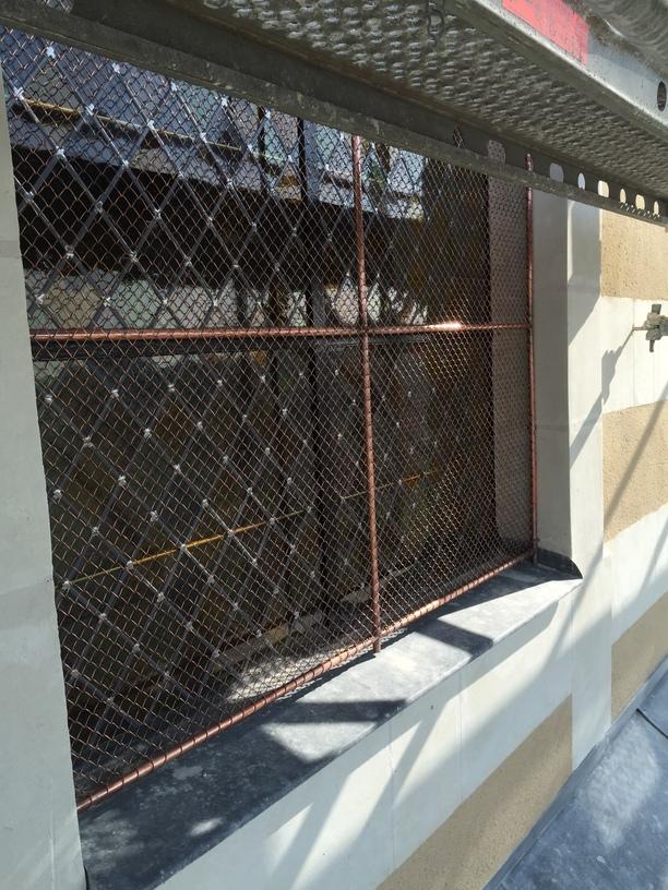 Pose vitrail - grille de protection