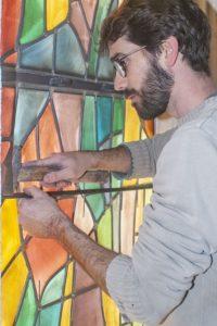 Chantier de restauration de vitraux religieux