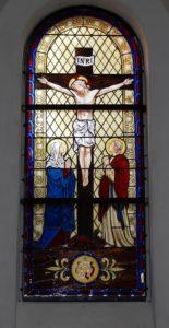vitrail crucifixion d'inspiration XIXe